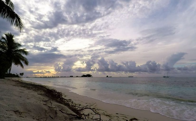 Video: Sunrise @ Maldives – One hour at the beach